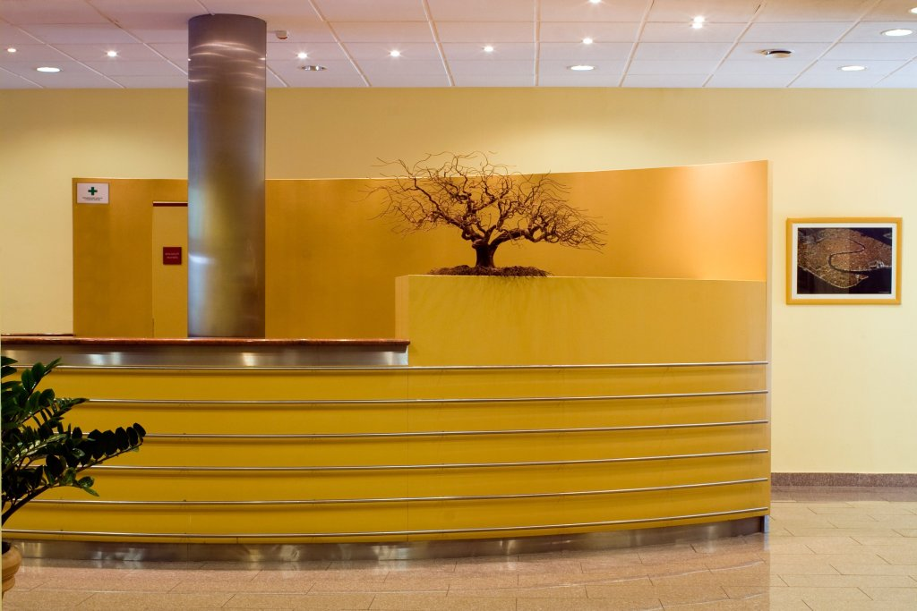 Office_Building_reception_1a.jpg